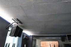 odhlucnenie-stropu-bar